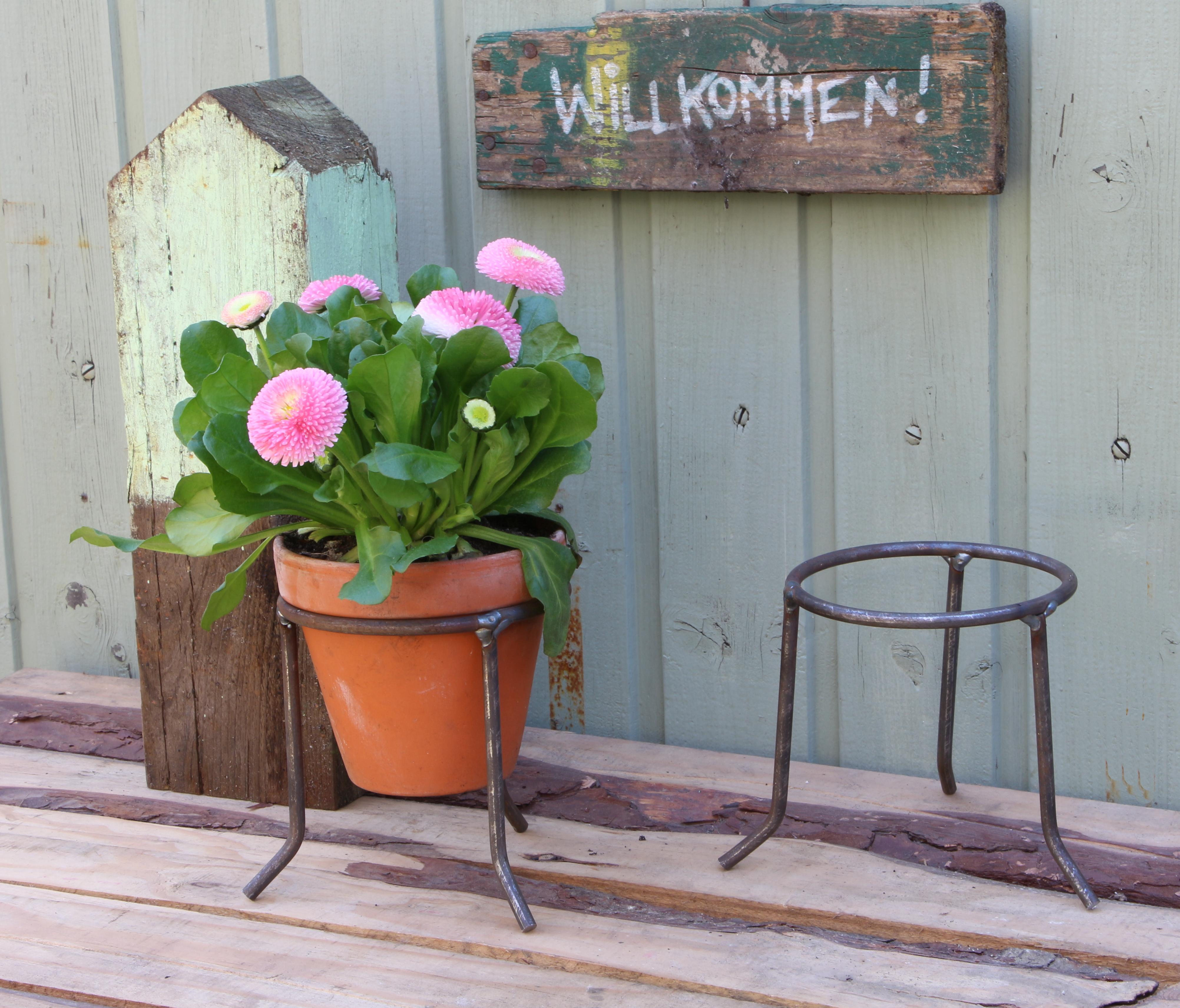 Topfhalter / Sockel für kleine Blumentöpfe