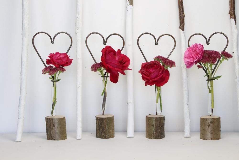 Herz auf Holz mit Vase